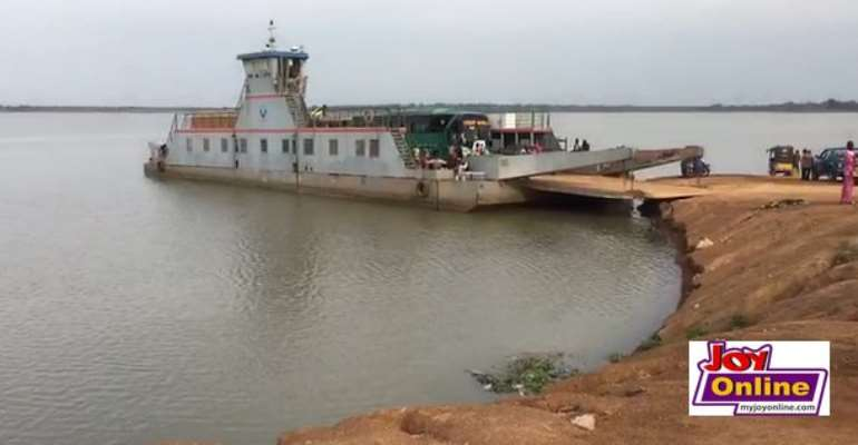 The stranded passengers want government to either change the ferry or get a bridge on the River Oti to aid the movement of commuters and goods.