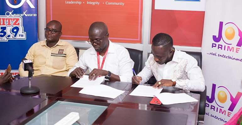 Okyeame Kwame signing partnership with Multimedia