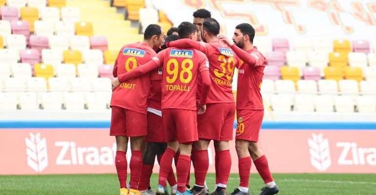 Yeni Malatyaspor players celebrating Benjamin Tetteh's goal