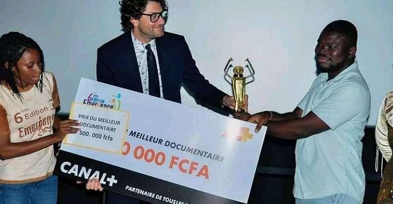 Film Director Goddy Nana Mens receiving the prize
