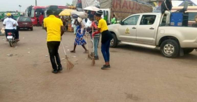 Bolgatanga: GRA Workers Embark On Clean-Up
