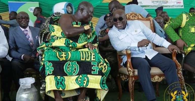 Otumfuo Osei Tutu II (left) in a chat with President Akufo-Addo