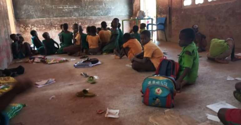 Walewale: Over 300 Pupils Sit On Bare Floor Under Trees To Study At Nazori Primary School