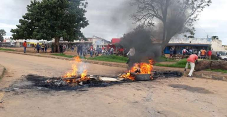 A protest in Chitipa, Malawi, is seen on January 10, 2020. A group of protesters assaulted reporter Patricia Kayuni at the demonstration. (Photo by Masozi Kasambara)