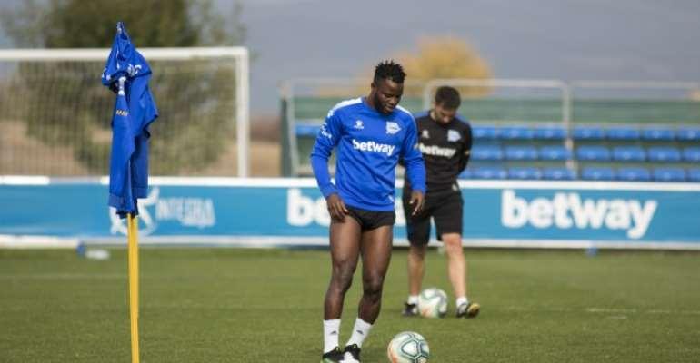 Mubarak Wakaso Set To Return To Deportivo Alaves After Successful Minor Surgery