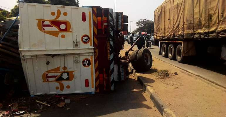 Kumasi:  One Person Killed After Loaded Truck Runs Into 5 Parked Cars