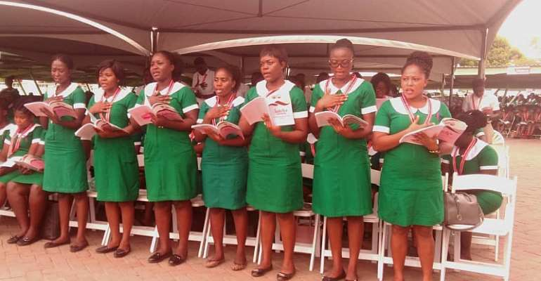 A section of the inductees taking the nurses' pledge