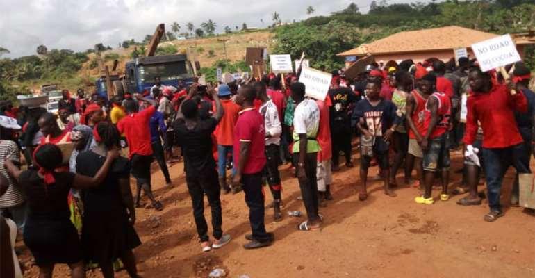 Samreboi Chiefs Protest Bad Road