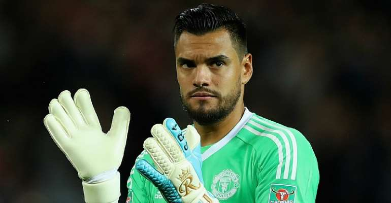 Man Utd Goalkeeper Sergio Romero Escapes Horror Car Crash [PHOTOS]