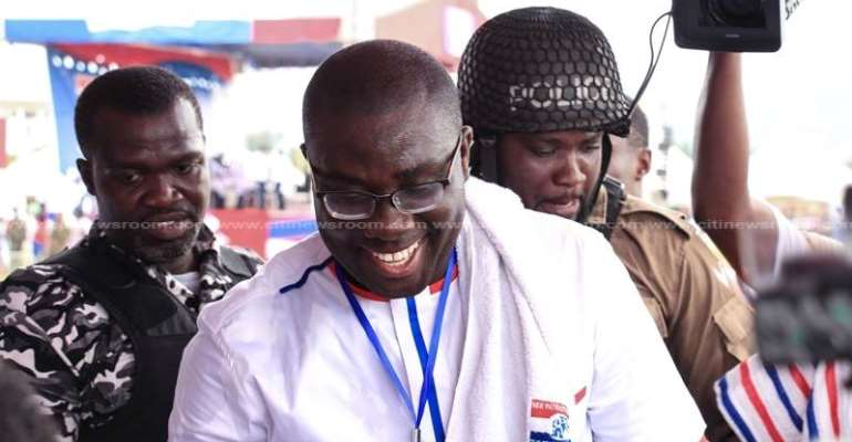 Sammy Awuku rubbishes NDC's 'fa ninyinaa' policy to absorb 100% fees of tertiary students