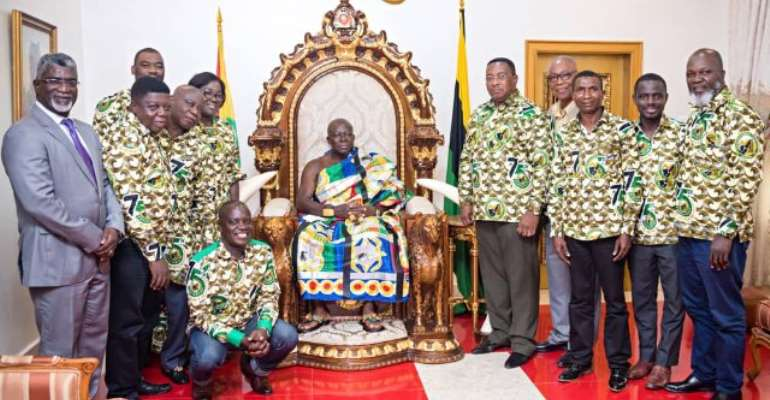 Otumfuo Osei Tutu II with members of the Ghana Mineworkers Union