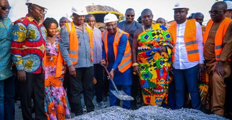 Vice-President Bawumia doing the symbolic sod-cutting in Kumasi on Friday
