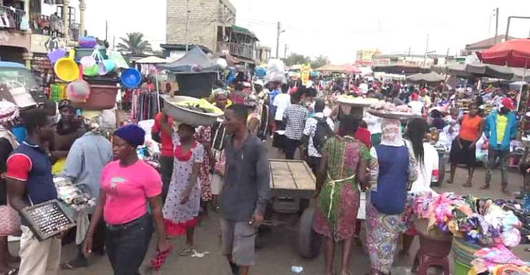 Confusion in Ashaiman as Assembly blocks major road for hawkers to trade