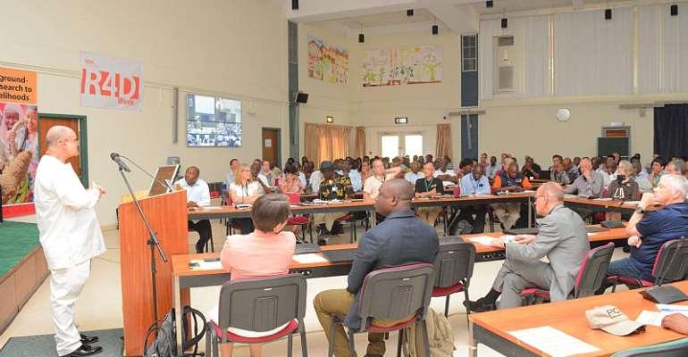 Dr Kenton Dashiell addressing researchers in Ibadan