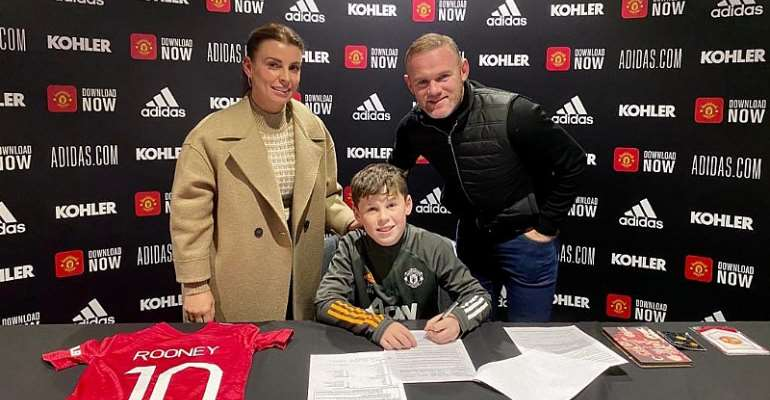 Wayne Rooney's son Kai signs Manchester United deal
