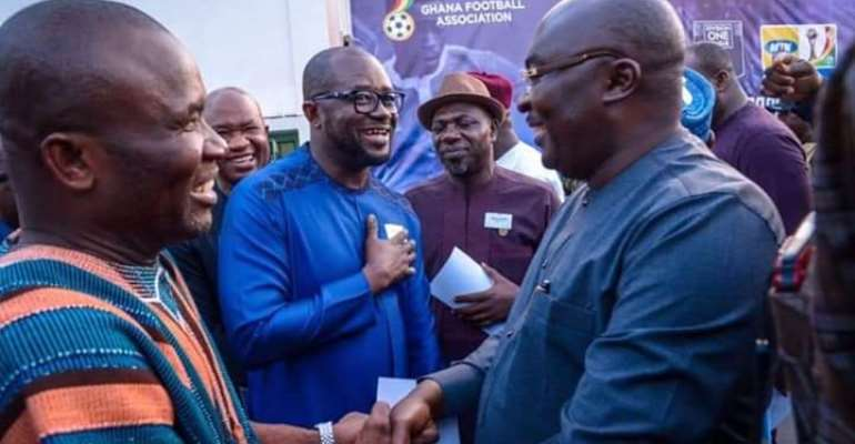 Dr. Bawumia exchanging pleasantries with football administrators