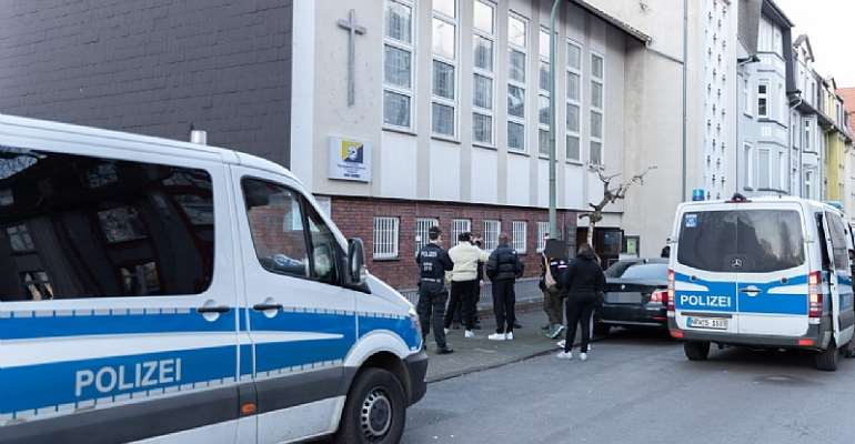 Police break up church service with 86 people in Essen-Germany