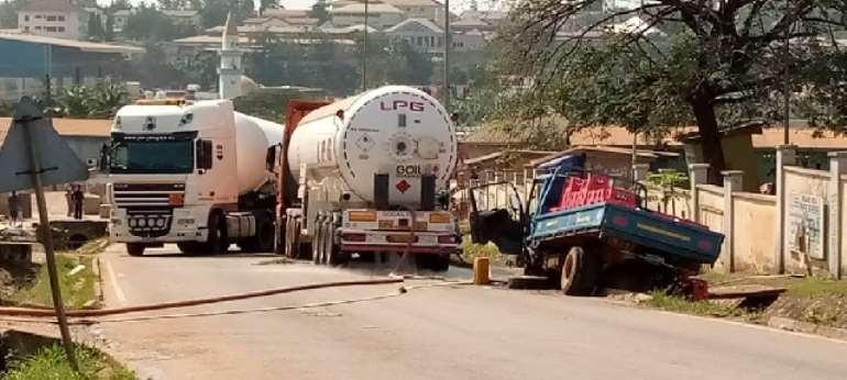 A/R: Kia truck crash into gas truck causing gas leakage at Kaase