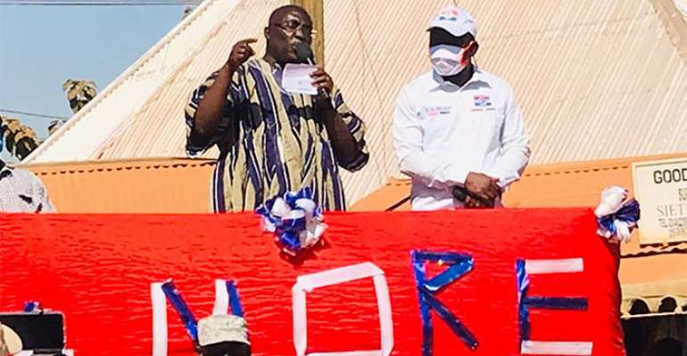 Dr. Mahamudu Bawumia addressing a mini rally in Bunkpurugu