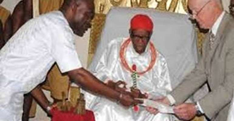 Dr. Walker returns Benin artefacts to Oba of Benin in 2014