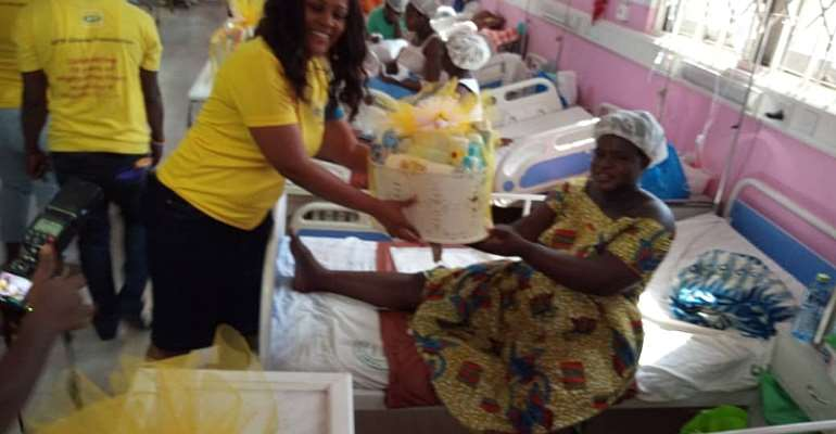 MTN Distribute Hampers To Christmas Born Babies