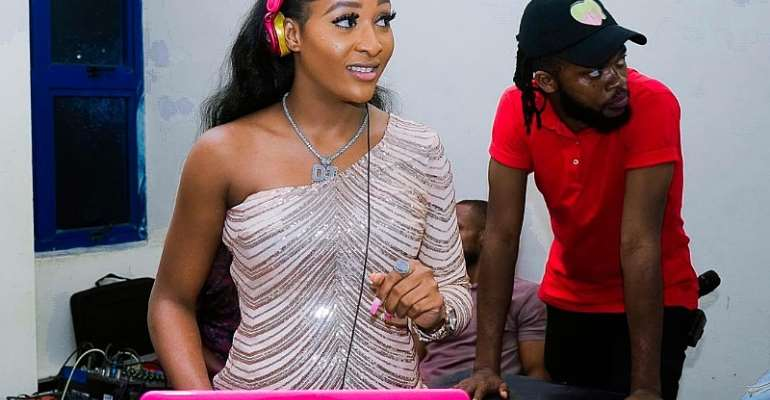 Nigeria DJ Barbie Performs At Ecofest In Sierra Leone, Pronounced No.1 African Star