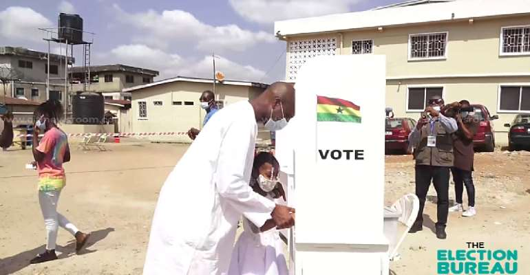 Watch how Muntaka Mubarak allows his six-year-old daughter to thumbprint his ballot