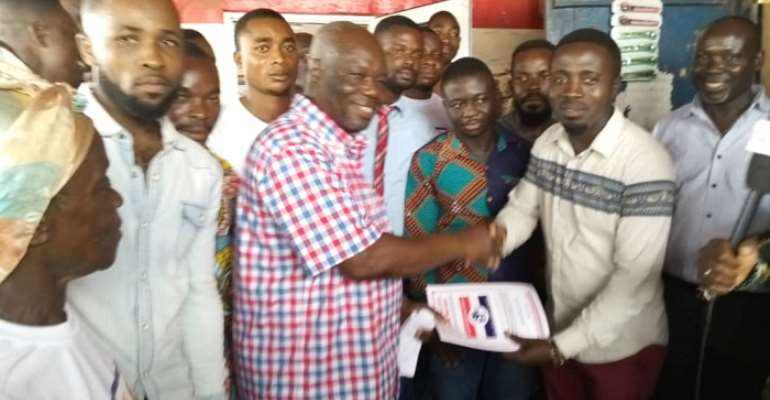 Dominic Dadzie (right) presenting the forms to Kwesi Biney
