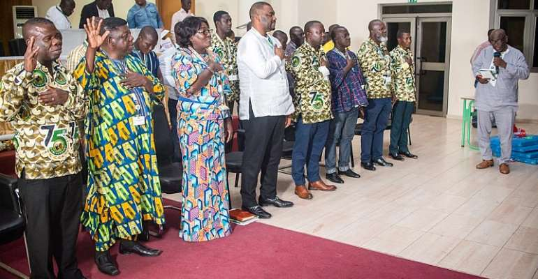 The new GMWU executives led by New General Secretary Abdul Moomin Gbana (in white) being sworn in by the TUC Deputy Secretary General Joshua Ansah