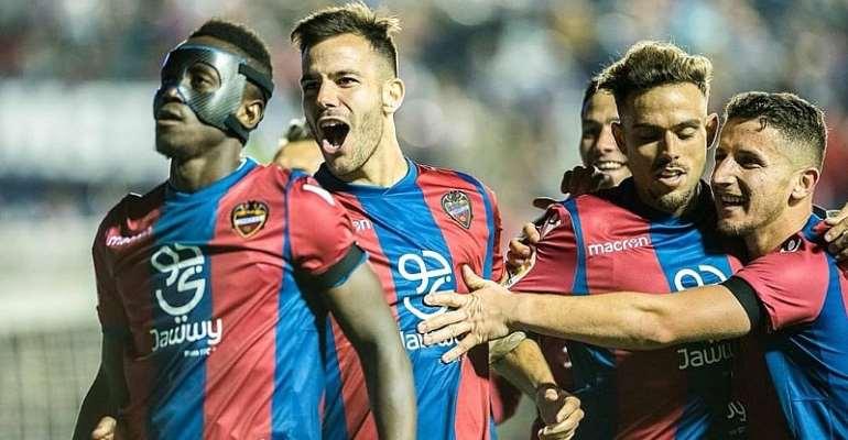 Emmanuel Boateng Celebrating with Levante team mates