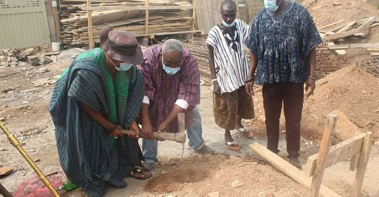 Berekuso Chief cuts sod for the construction of ultra-modern STEM-based basic school