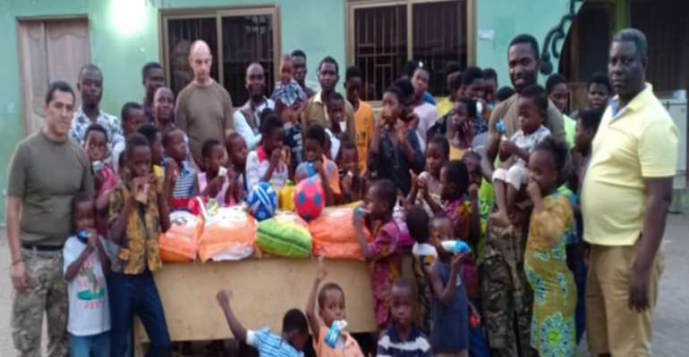 Some staff members of SDI and DabinNti International with the kids at the donation ceremony