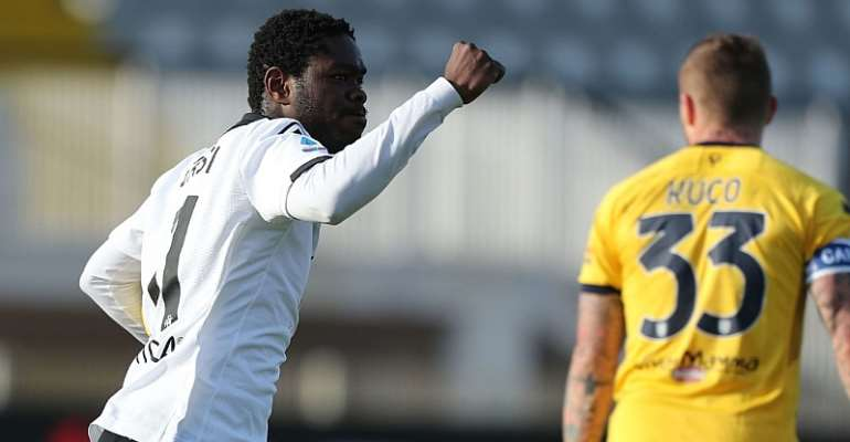Ghanaian attacker Emmanuel Gyasi star with brace to earn point for Spezia against Parma