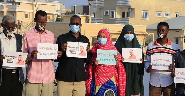 Members of the media community protested against the prolonged detention of freelance journalist Kilwe. Photo: SJS