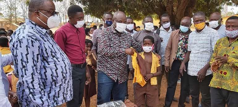 Bono Region: Assembly presents uniforms to over 1,000 pupils at Wenchi