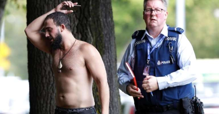 New Zealand Attack: A policeman and a survivor in front of the mosque