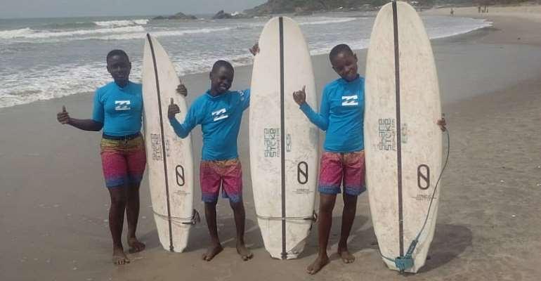 Three Students Get Scholarship From International Surfing Association