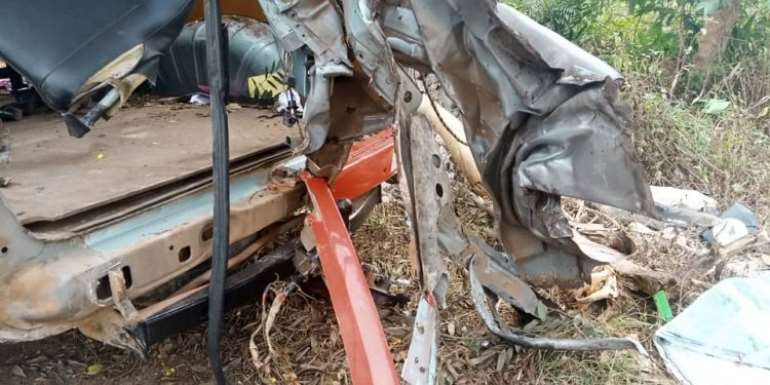 C/R: One Dead, Two In Bad Condition In Car Crash Near Apam Junction