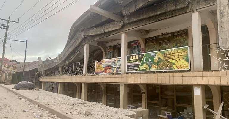 Asankragua: Storey Building Collapses Injures Several