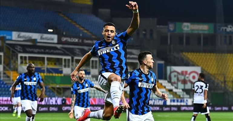 Alexis Sanchez of FC Internazionale celebrates after scoring his team's first goal during the Serie A match between Parma Calcio and FC Internazionale at Stadio Ennio Tardini on March 04, 2021 in Parma,  Image credit: Getty Images