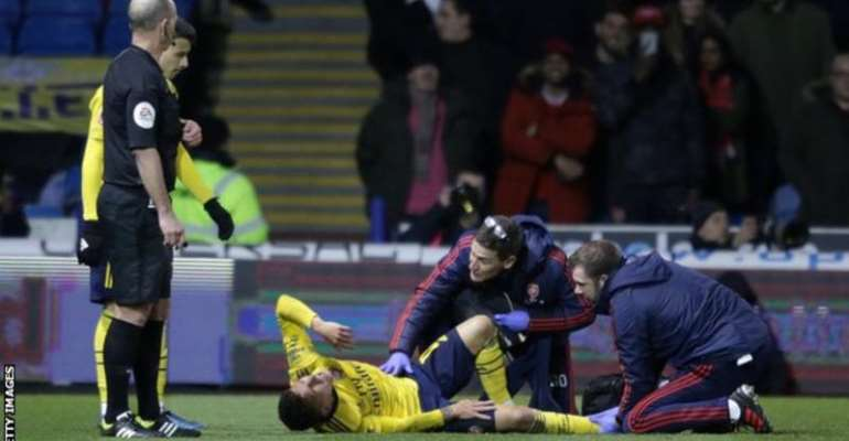 Arsenal's Torreira sidelined with fractured ankle - club