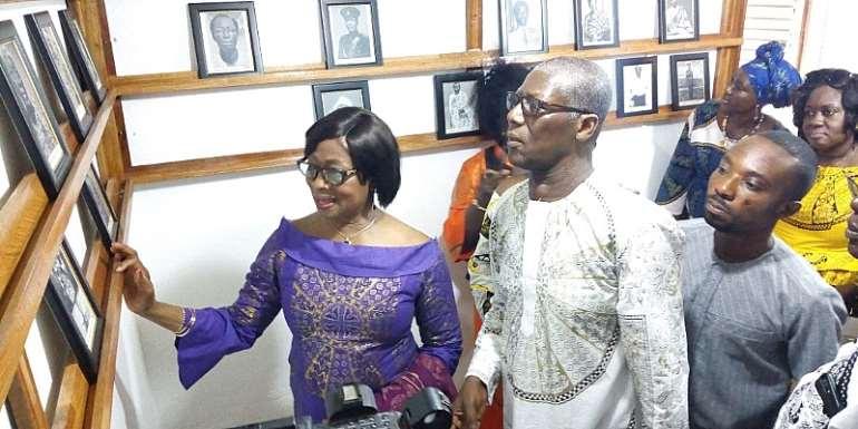 Chief Justice Sophia Akuffo (left)