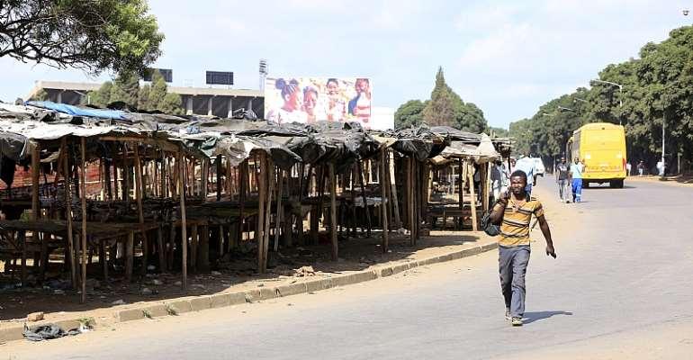 Hawkers' stalls in Harare, Zimbabwe, lie deserted following lockdown in a bid to slow down the spread of the coronavirus.  - Source: EFE-EPA/Aaron Ufumeli