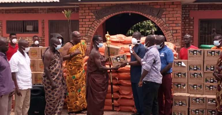 Covid-19: Sikkens Donate Food Items To Kwahu Obomeng Aged, Vulnerable Group