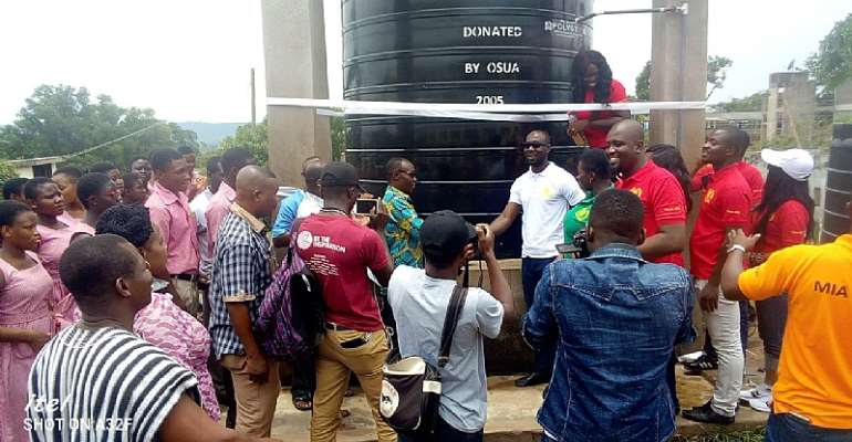 AWUSCO 2005 Year Group donates water tanks to Alma-mater