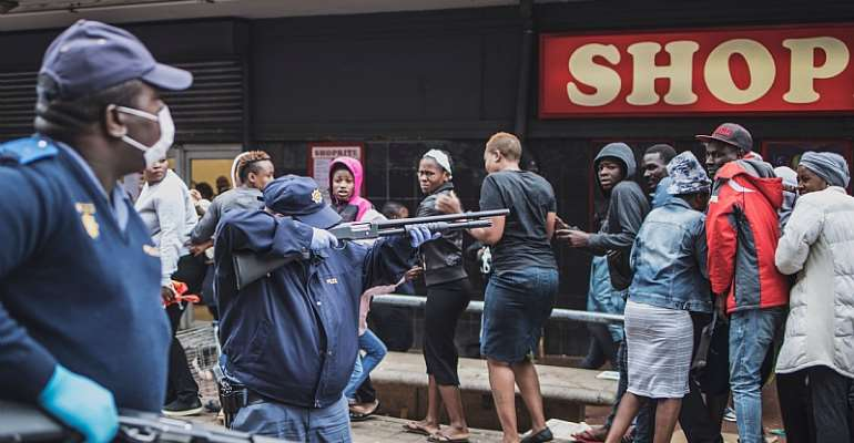 Police trying to enforce  COVID-19 lockdown regulations outside a shop in Yeoville, Johannesburg. - Source: Marco Longari/GettyImages