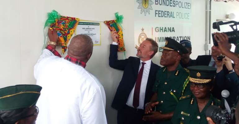 Henry Quartey together with Christoph Ret zlaff unveiling a plaque at the ceremony