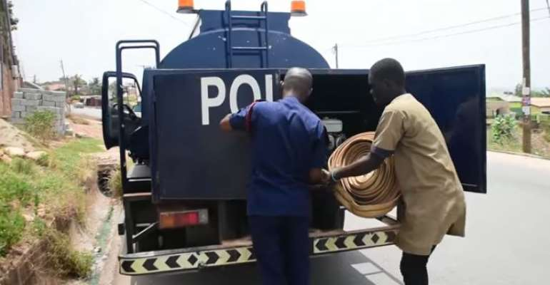 Police Supplies Free Water To Deprived Communities