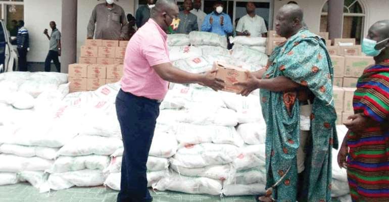 Mahama Donates To Manhyia, Central Mosque