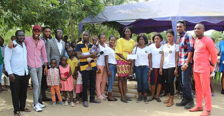 Members of the  In -Time Army International Foundation handing over the items